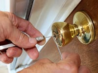 Locksmith Adelaide - Repairing Lock